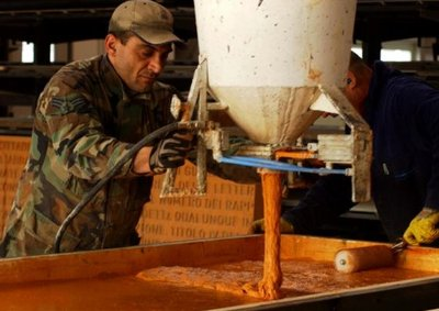 pouring orange ductal